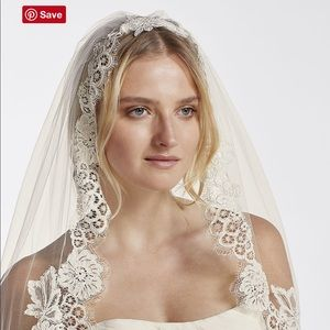 Mid Veil with Trailing Lace